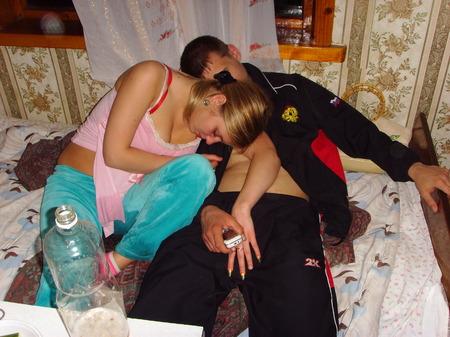 Русское порно пьяных мамаша еблась с друзьями сын увидел 71